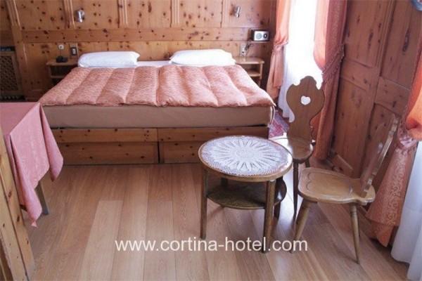 Hotel meuble montana cortina d ampezzo cortina d for Hotel meuble royal cortina